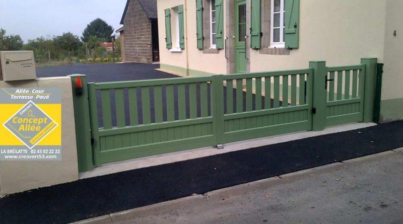 Fourniture et pose d'un grand portail vert en PVC à Laval